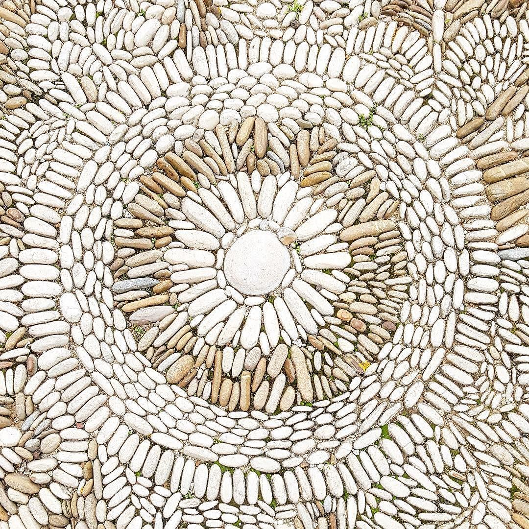 Geometrie che ci riportano alla mente la cura dei particolari grafici di alcune delle nostre etichette   #ihavethisthingwithfloor #floor #deco #feudoarancio #creative #creativeentreprenuer #calledtobecreative #floors #pavimento #pavimenti #stones #igersagrigento  . #sicilianstyle #architecture #instapottery #potteryporn #potterylove #potteryplace #ceramic #artpieces #igerssicilia #igerssicily #colors #flooring #tile #tileaddiction #ig_sicilia #geometria by feudoarancio