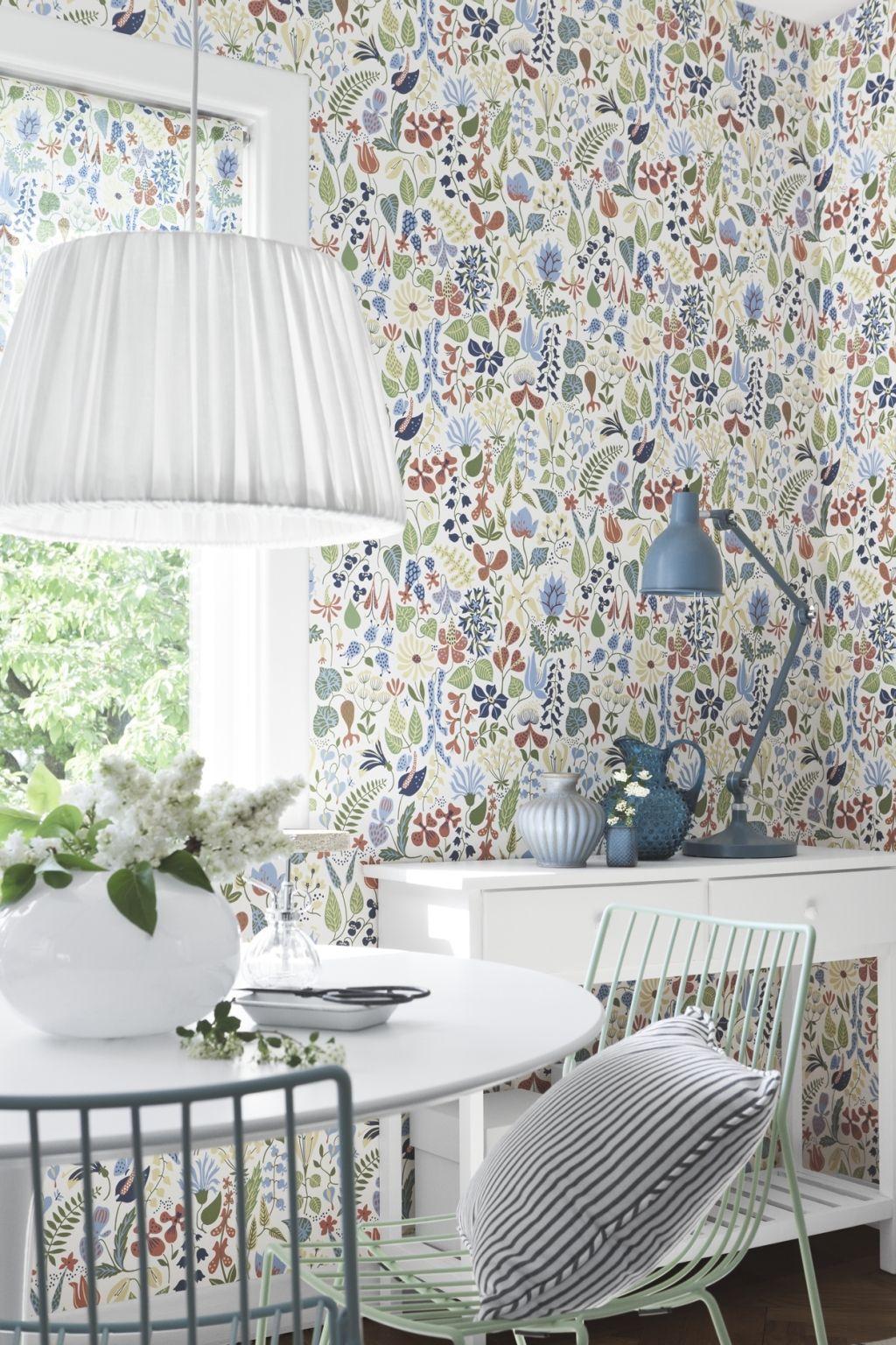 Raumbild Scandinavian Designers 2743 Vlies Tapete Stig Lindberg Herbarium  Stilisierte Bunte Blumen Und Blüten Auf