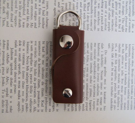 Leather keychain key holder holds 1-4 by OliveWoodJewellery