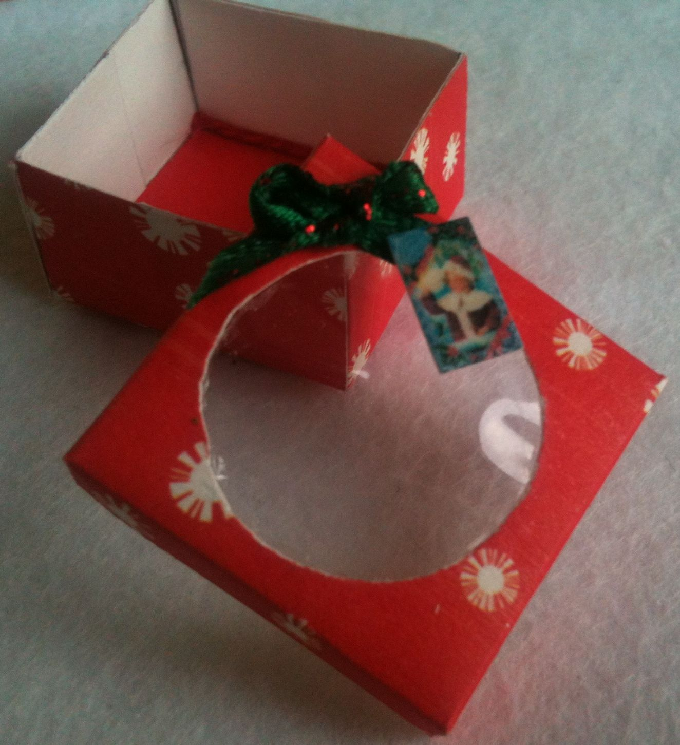 Small box for Christmas cake, cookies or candies.