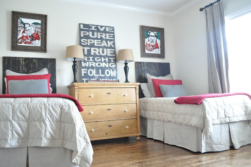 Dresser Between Two Twin Beds For A Small Room Bedroom Inspirations Room Home