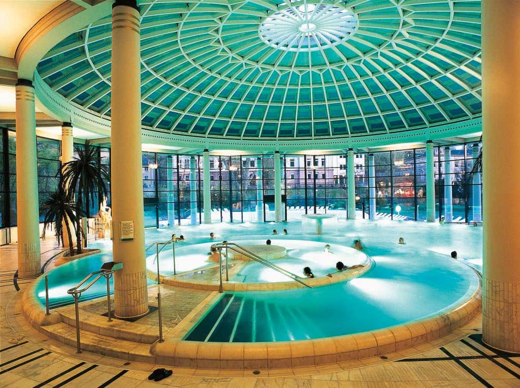 In langer Tradition: Bewusst ahmt die Innenarchitektur der Caracalla Therme in Baden-Baden antike Formensprache nach