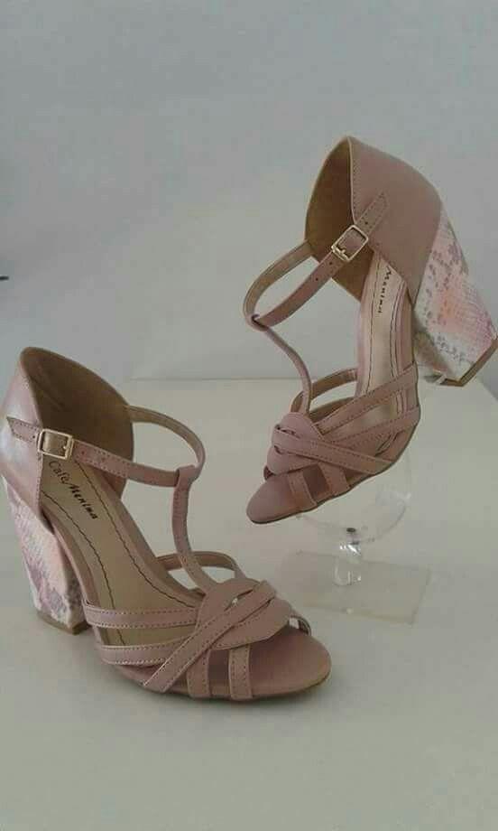 22cf241697 Pin de Tia em Dream Shoes