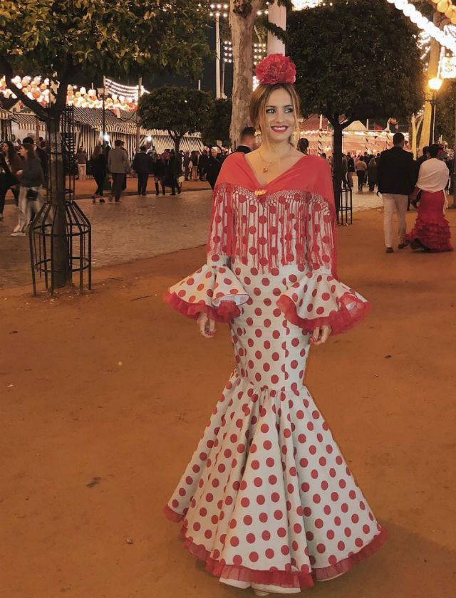 Tutti Márquez vestida de flamenca en la Feria de Abril 2018. Foto  Instagram ec3cfea24ab