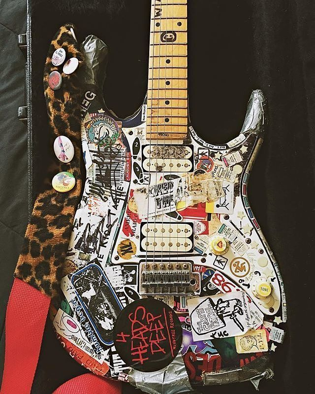 if this ibanez from rattlange doesn 39 t scream punk rock i don 39 t know what does stringjoy. Black Bedroom Furniture Sets. Home Design Ideas