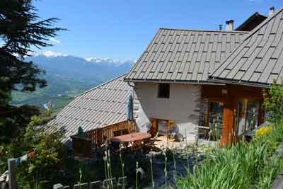 Chambres D Hotes A Vendre A Chateauroux Les Alpes Dans Les Hautes Alpes Les Orres Maison D Hotes Maison Style