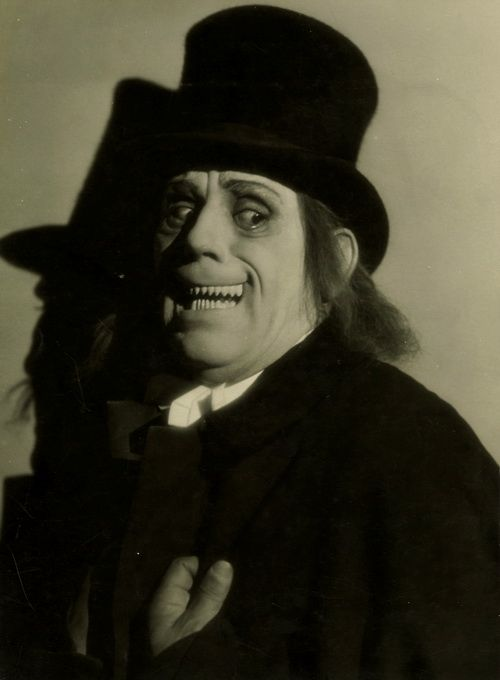 Legendary MGM photographer Ruth Harriet Louise's photo of Lon Chaney Sr. for London After Midnight (1927)