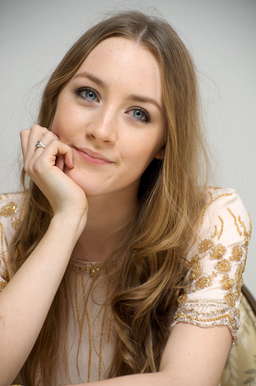 Saoirse Ronan Wallpaper Iphone 2020 Live Wallpaper Hd Beauty Ronan Good Looking Women