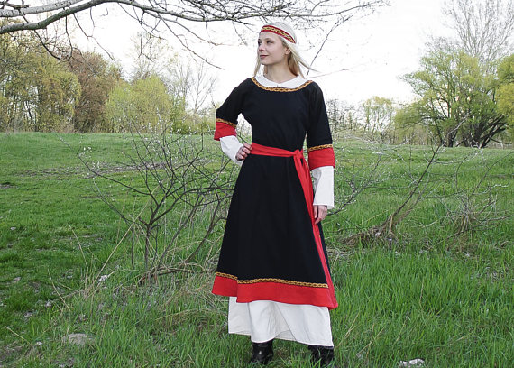 Medieval Dress Viking Dress Linen Larp Dress Viking Clothing Etsy In 2020 Scandinavian Dress Viking Clothing Viking Gown