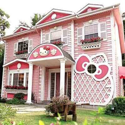 This pinked-out palace in Taiwan is a tribute to the Japanese anime character Hello Kitty. | Photo: houseofkittyblog.com | thisoldhouse.com