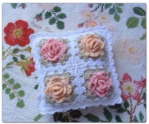 ES · EM · EL: crochet motif of roses