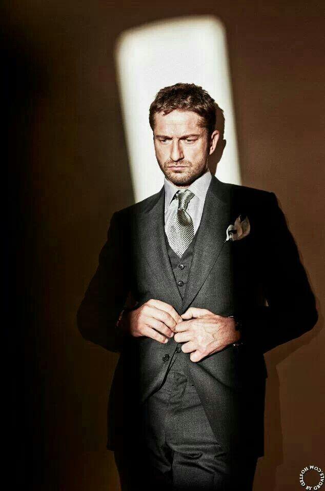 He looks so dammnnnn fine in this suit !