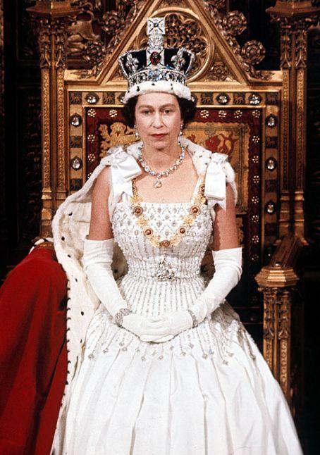 Queen Elisabeth Ii Coronation Pictures Pictures Of Queen Elizabeth Young Queen Elizabeth Royal Crowns