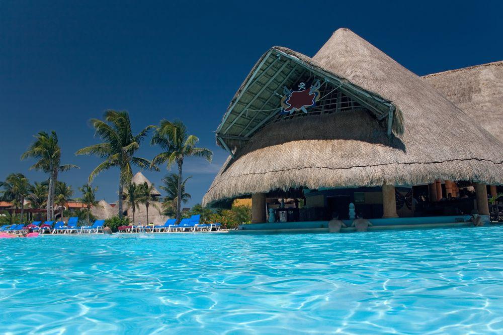 Unas #vacaciones, si no se disfrutan en un buen hotel con bellas y confortables piscinas, no son verdaderas vacaciones. http://www.bestday.com.mx/Hoteles/