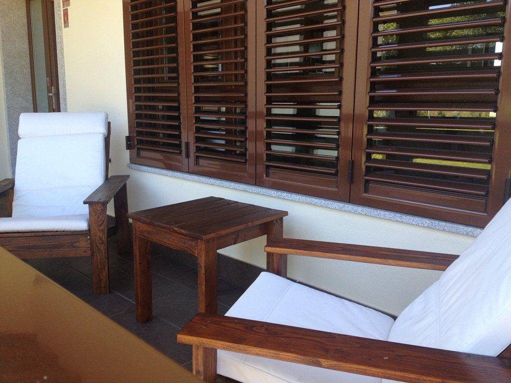Sillas y mesas hechas con palets hacer bricolaje es - Sillas con palets ...