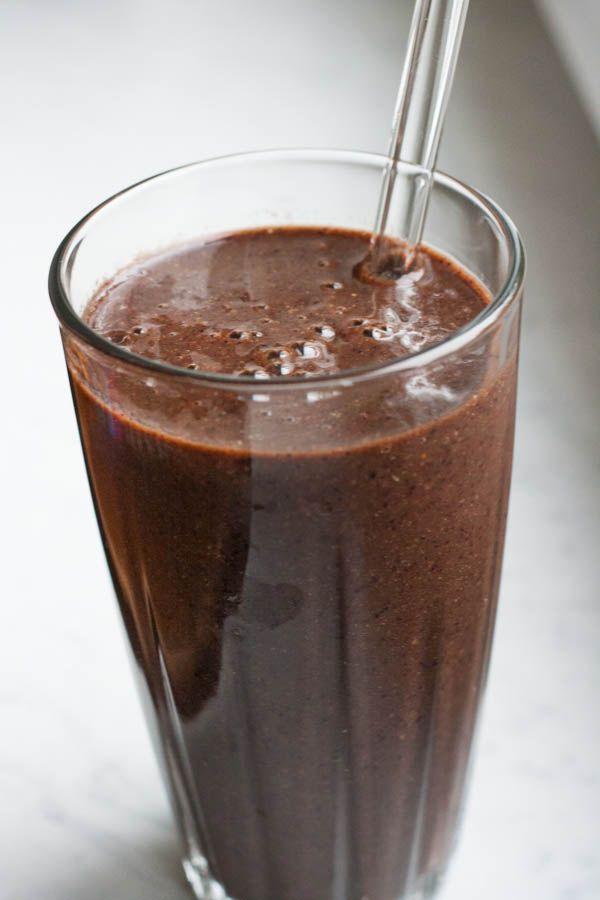 1/2 cup chopped mango 1 cup blueberries 1 cup coconut water 2 cups packed spinach or 1 cup kale 1 tablespoon fresh lemon juice 1/4 avocado 1/8 tsp cayenne pepper 1 tablespoon flax seeds 1/2 cup ice