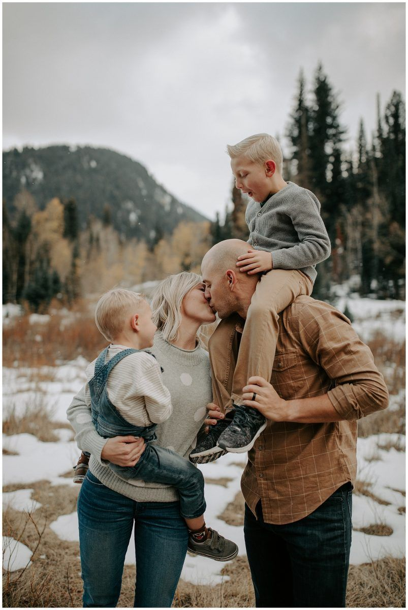 Family Session in the Snow #winterfamilyphotography Big Cottonwood Canyon, Utah, Family Winter Session, Tressa Wixom Photography, Family Photography, Family Pose Ideas #winterfamilyphotography Family Session in the Snow #winterfamilyphotography Big Cottonwood Canyon, Utah, Family Winter Session, Tressa Wixom Photography, Family Photography, Family Pose Ideas #winterfamilyphotography