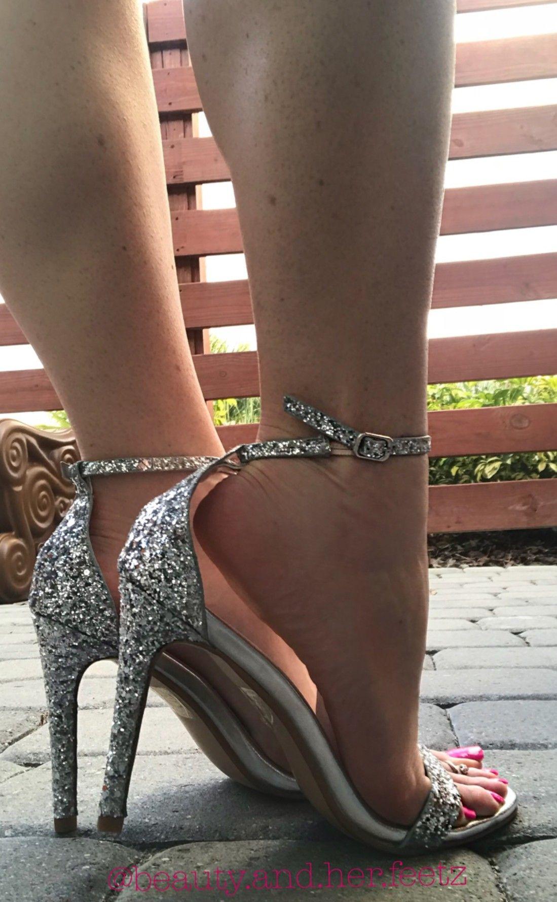 Pin de Gerard Brown en Love Feet   Pinterest  Feet Tacones zapatos y ced879
