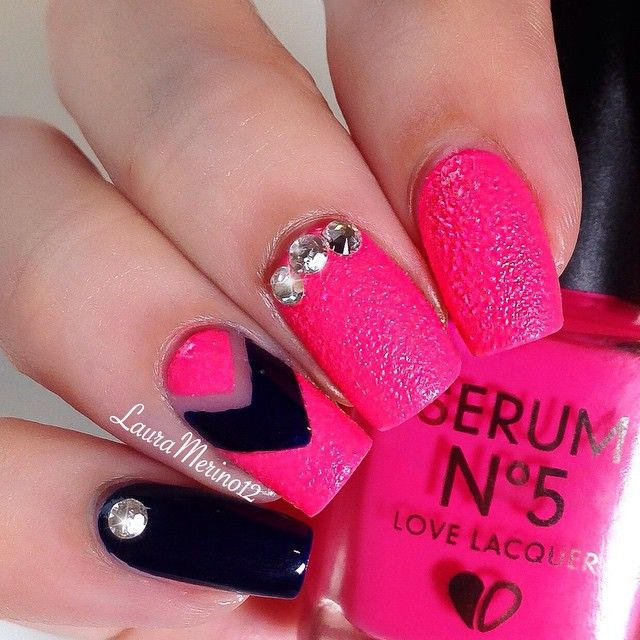 Let S Take A Moment To Reflect On The Beauty Of This Hot Pink Textured Polish Serumno5 I Gleam In Pink F Black Nail Designs Pink Nail Art Hot Pink Nails