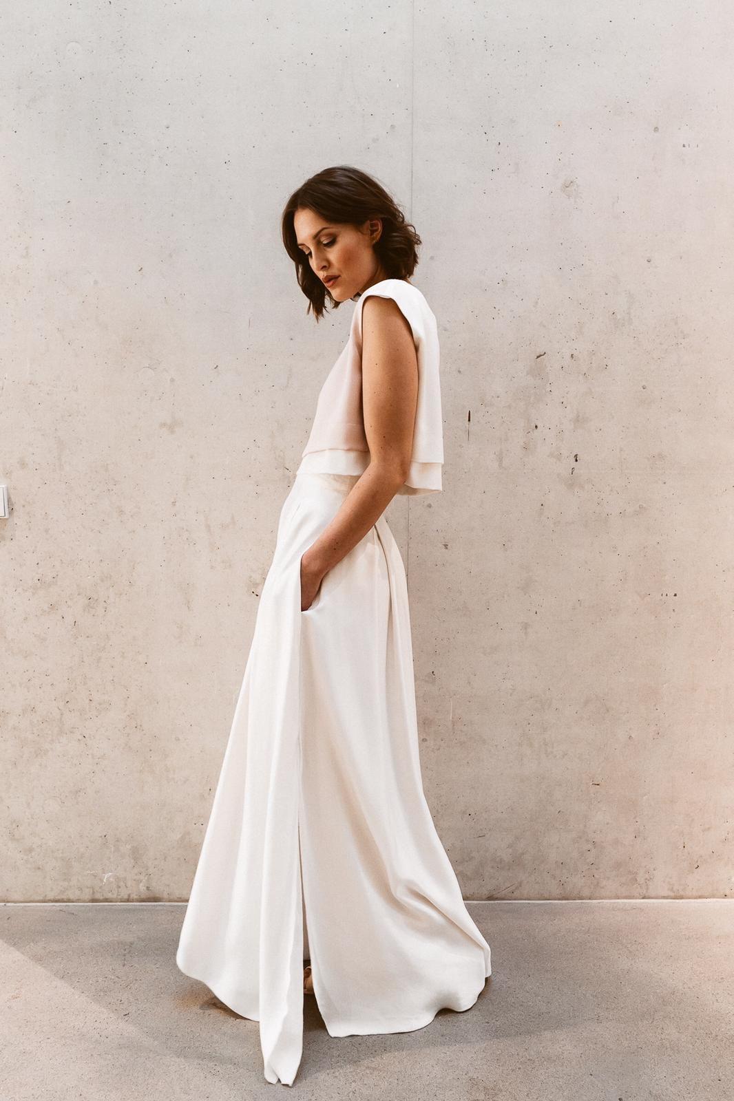 Hochzeitskleid Schlicht Entspannt Und Chic Brautmode Braut Hochzeitskleid
