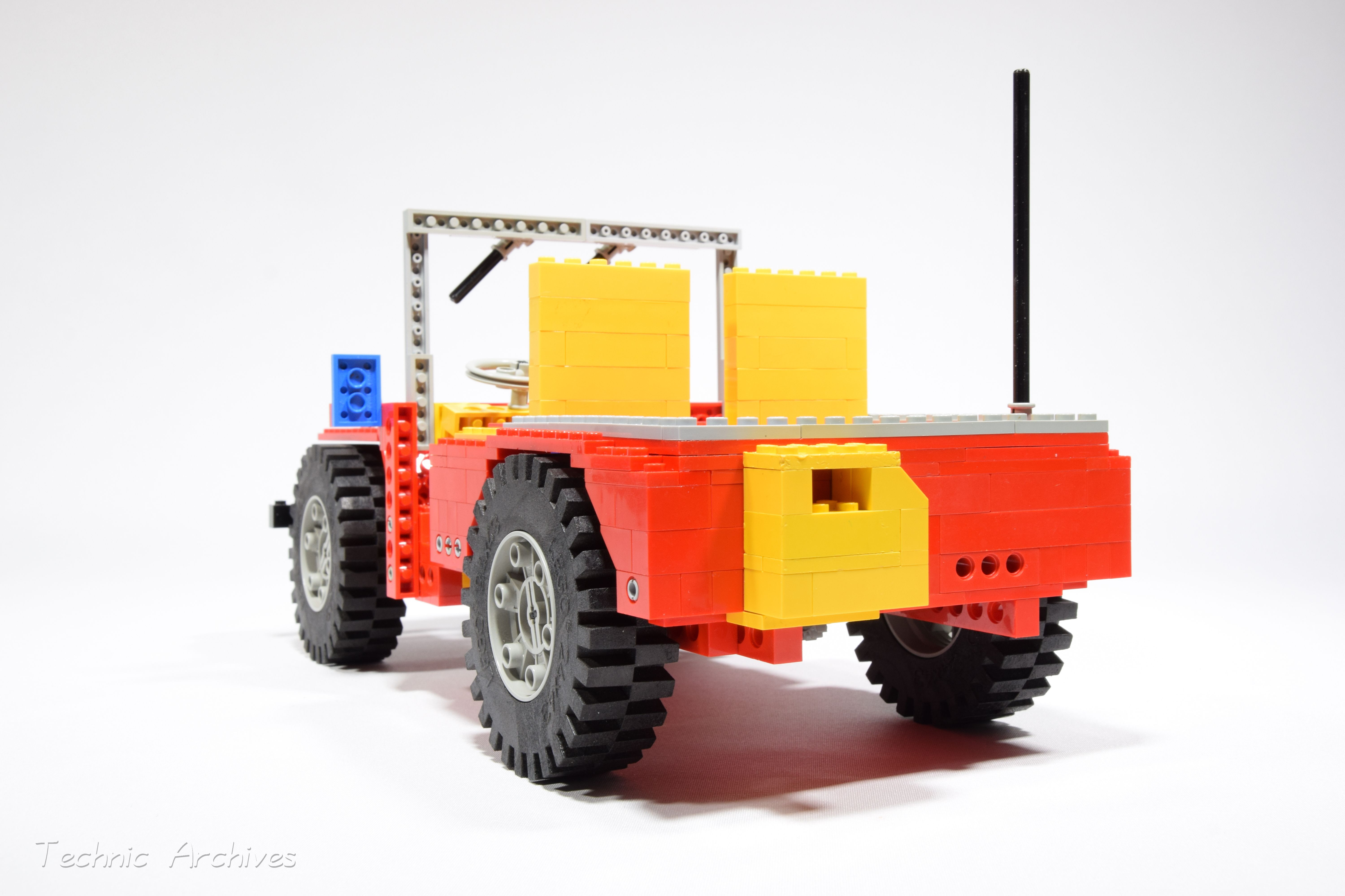 Lego Technic 853 / 956 Auto Chassis the very first Lego
