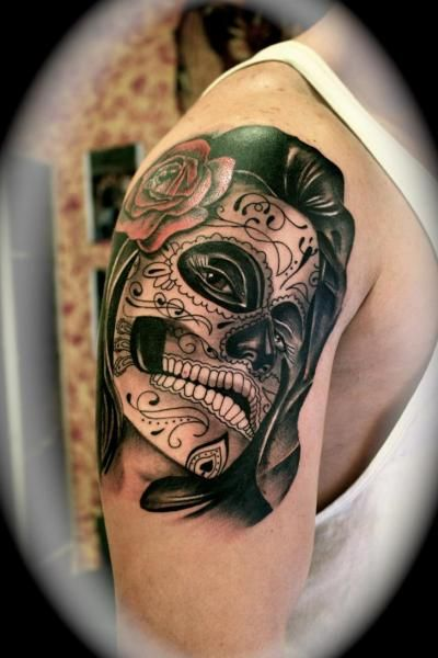 Tatouage par silver needle tattoo tatouages femme tatouages et argent - Tatouage crane mexicain ...