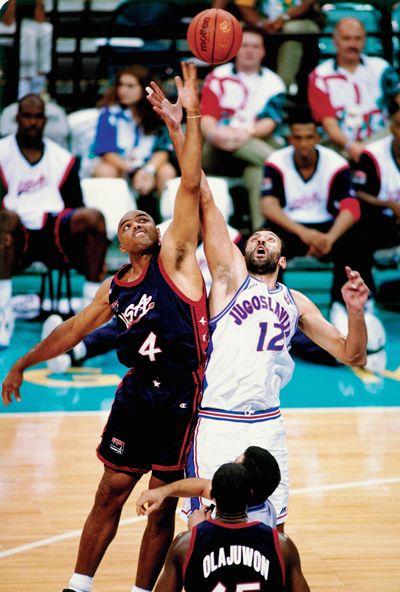 Barkley During A Jump Ball Against Lithuania Notice Who S Behind Him Left Yup Team Shaq Team Usa Basketball Charles Barkley Basketball