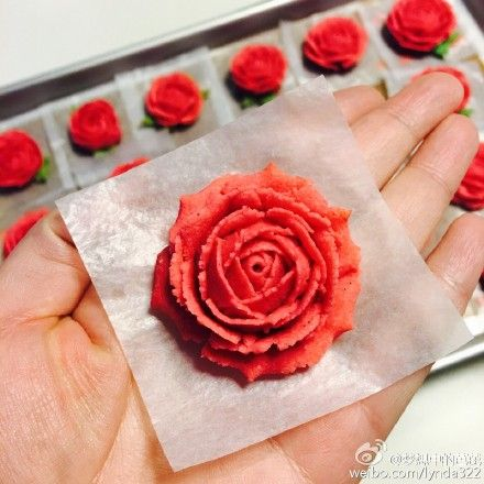 #CAKE #Flowers #Rose #Red #RedBeans #Design (Weibo: 梦想中的芭芘 on 11 March 2016)  THIS Post: 15 March 2016 (Tuesday)