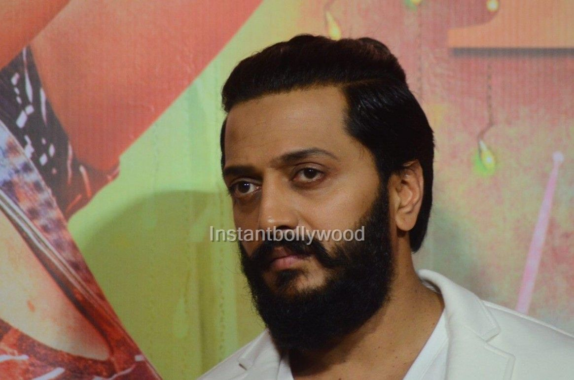 Ritesh Deshmukh Curly Hairstyle In 2020 Curly Hair Styles Hairstyle Curly