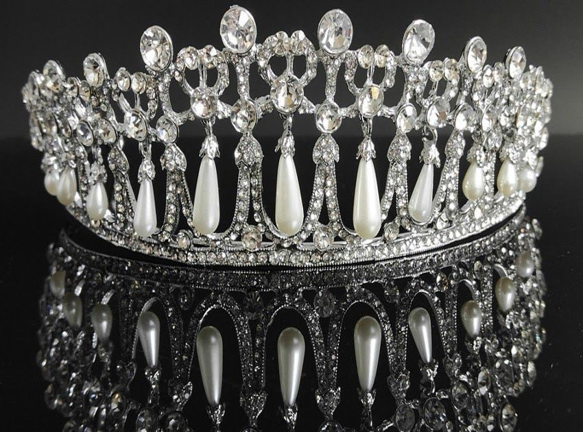 Hot Offer Baroque Princess Diana Crown Crystal and Pearl Bridal Tiaras  Rhinestone Pageant Crowns Bride Headbands 53aa44ebb4b1