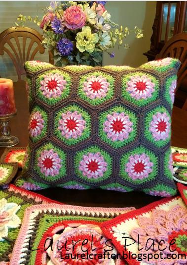 Laurel's /place: The New Grandma's Knickknacks Hex Motif Pattern! #newgrandma