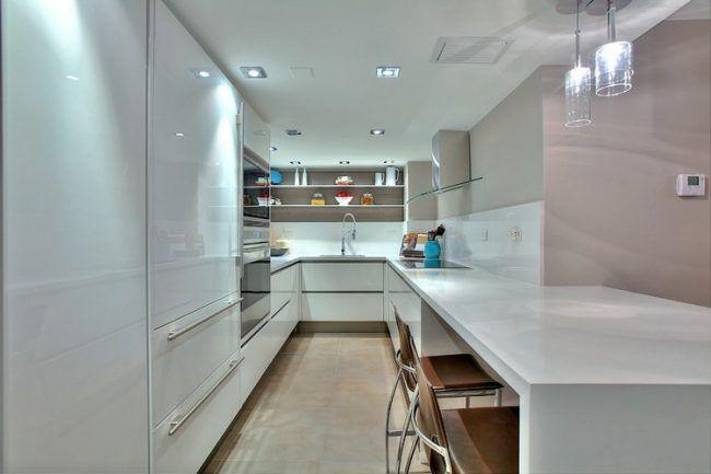kuche-u-form-klein-weiss-hochglanz-creme-wandfarbe-essplatz - küchenzeile weiß hochglanz