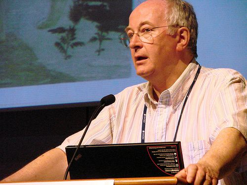 Philip Pullman talking about the elements of narrative at the WALTIC conference in Stockholm 2008 – Photo by me, CC license: Attribution, Noncommercial, Share Alike