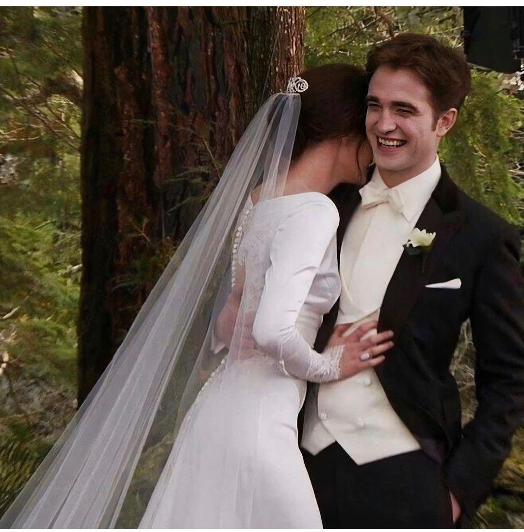 Married Uploaded By Dreamerheart98 On We Heart It In 2020 Twilight Wedding Twilight Edward Twilight Series