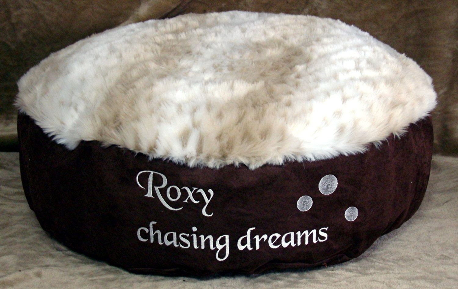 "Chasing Dreams Round Pet Bed 13"" sides Snow Leopard"