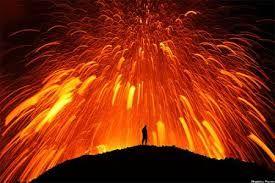 Risultati immagini per vulcani in eruzione