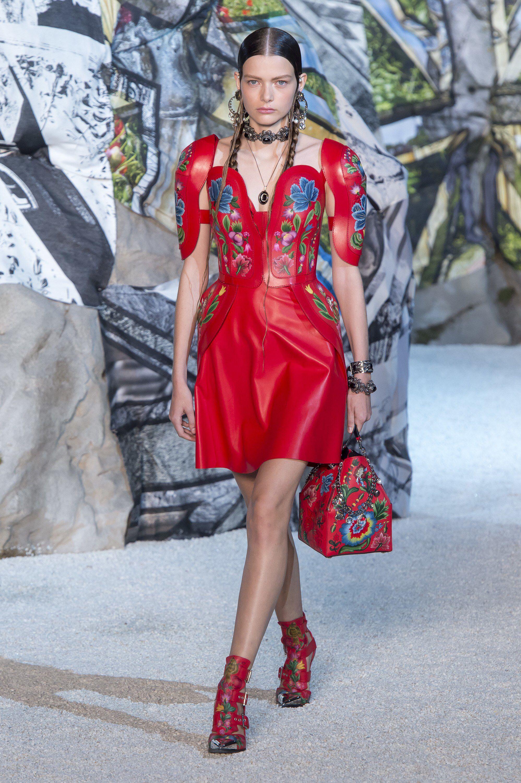 McQ by Alexander McQueen SpringSummer 2019 Collection – New York Fashion Week advise