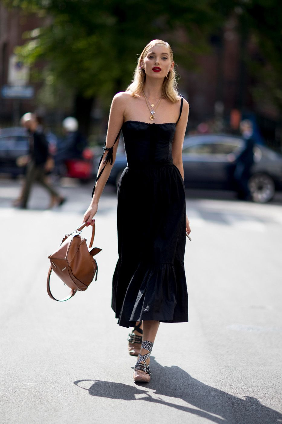Dark Summer Style Fashion Street Style Looks Milan Fashion Week Street Style [ 1400 x 933 Pixel ]