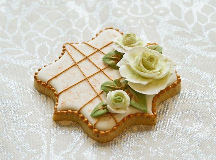 Royal icing roses. Christmas wedding cookies