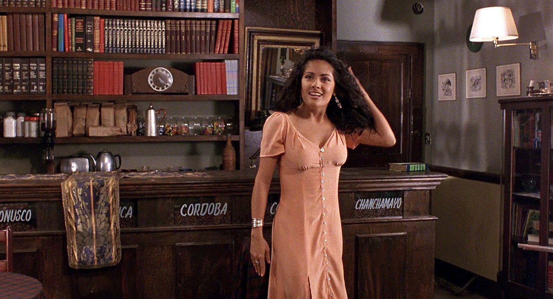 Salma Hayek In Desperado 1995 In 2020 Salma Hayek Salma Hayek Desperado White Outfits