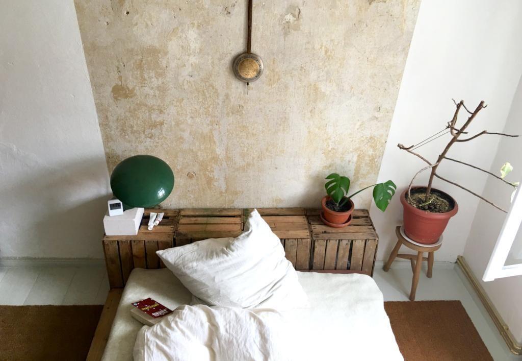 Holzkiste wohnzimmer ~ Diy kopfteil aus holzkisten fürs gemütliche bett. #diy #kopfteil