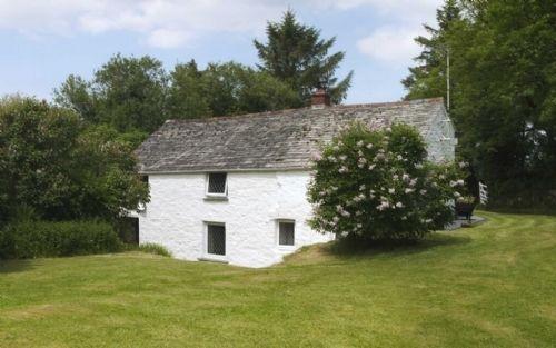 2 Bedroom Pet Friendly Holiday Cottage In Camelford Cornwall Sleeps 4 People With A Hot