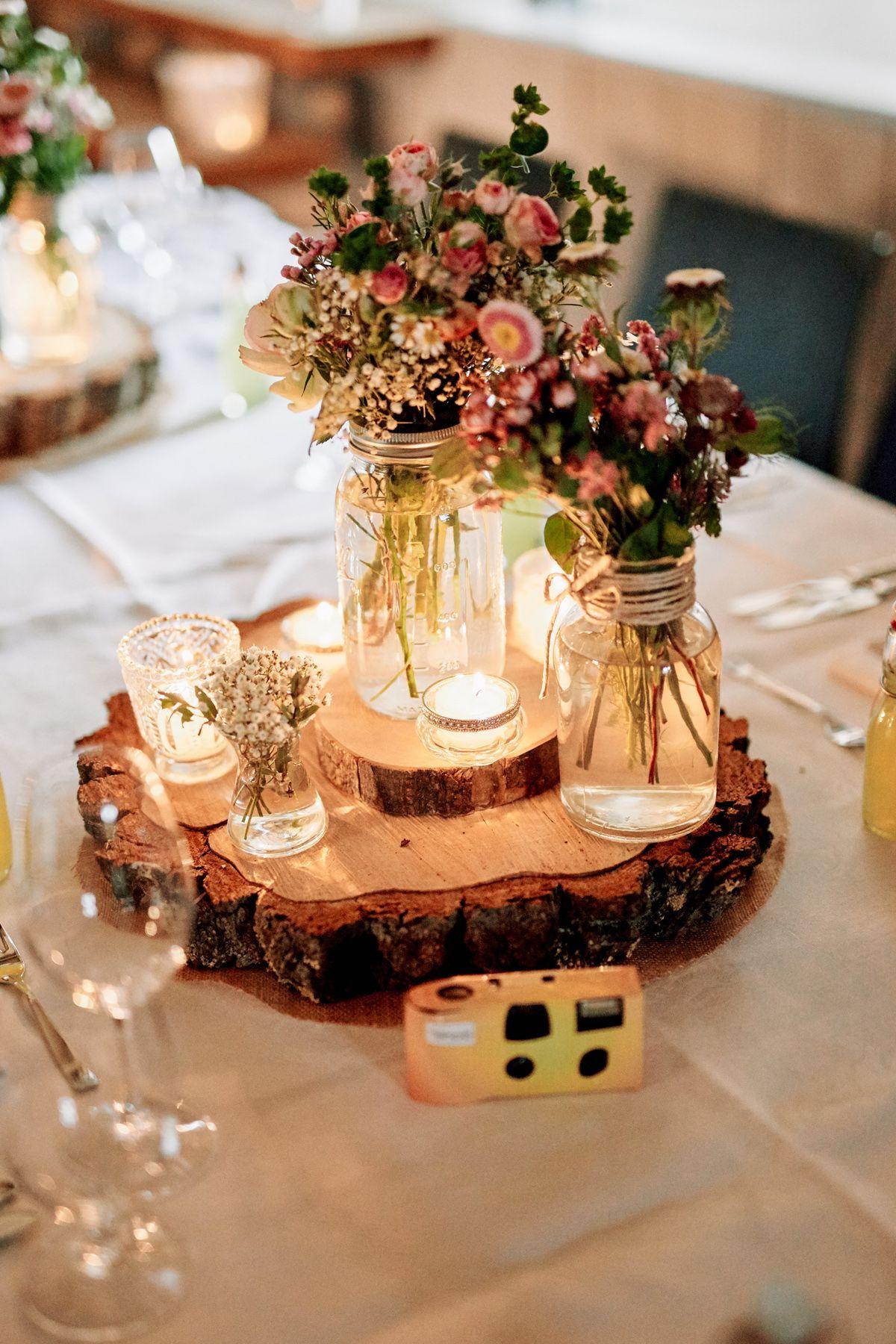 Originelle Landhaushochzeit Mit Vw Bulli Hochzeitsblog The Little Wedding Corner Dekoration Hochzeit Hochzeit Tischdekoration Hochzeit