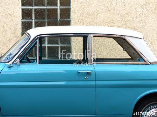 Zweitürige Ford 12 M Mittelklasse Limousine der Sechziger Jahre bei den Golden Oldies in Krofdorf-Gleiberg bei Gießen in Hessen