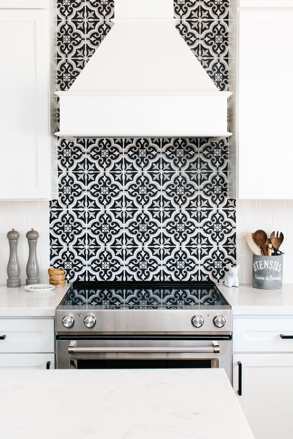 Black and white patterned tile backsplash kitchen update