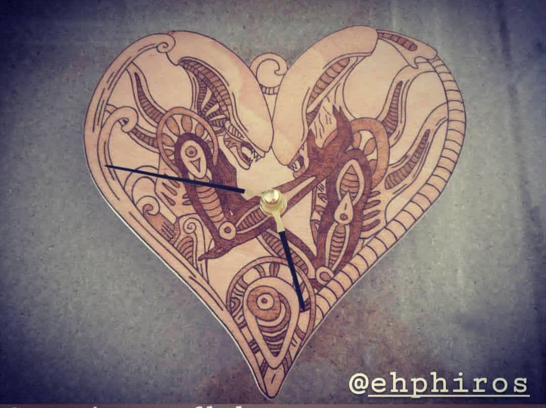Reloj pirograbado de alien. 🔥 Para cualquier diseño contacta.  #alien #aliens #pirograbado #happy #pirography #pirographyart #alienday #alientattoo #beautiful #instagood #space #alienlove #cosplay #alienvspredator #wood #woodart #burning #woodburning #woodworking #cine #sevilla #art #cine #friki #españa #decoracion #love #amor #madera #pel