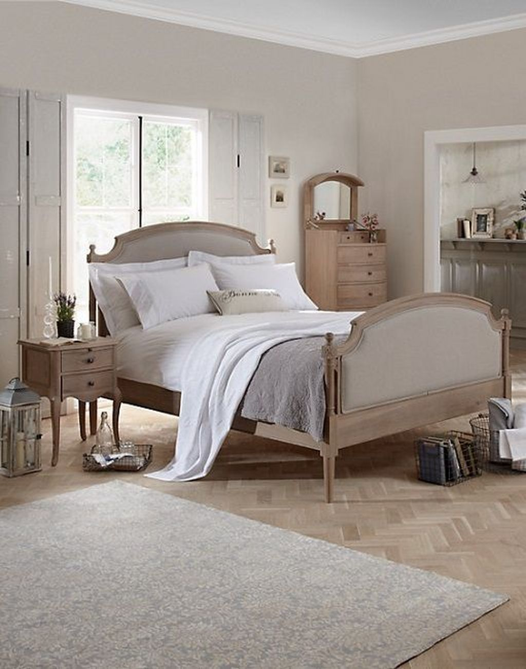 4 Awesome French Style Bedroom Decor Ideas To Try Asap in 4