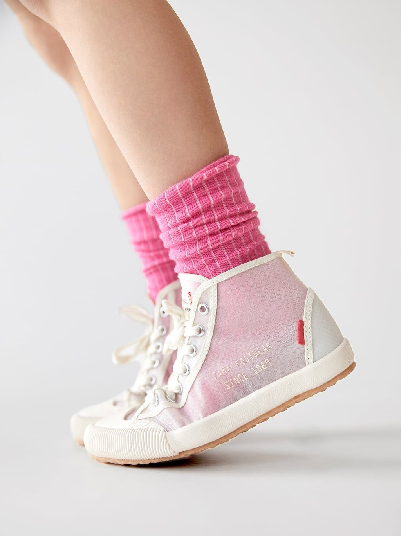 Trzewiki Sportowe Z Polprzezroczystego Materialu Buty Dziewczynka Dzieci Wyprzedaz Zara Polska In 2021 Zara Kids Shoes Zara Sneakers Kid Shoes
