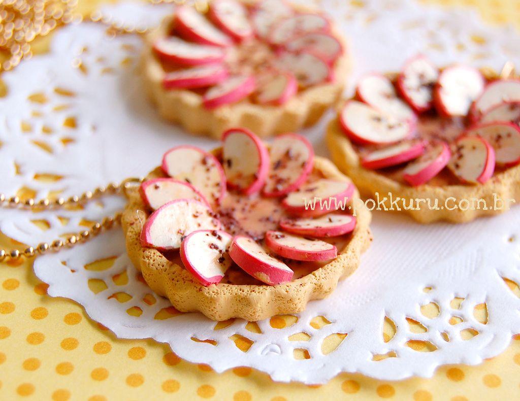 """https://flic.kr/p/bthRRF   colar torta de maçã com canela   edição limitada! *coleção hello vitaminas*  <a href=""""http://www.pokkuru.com.br"""" rel=""""nofollow"""">www.pokkuru.com.br</a>"""
