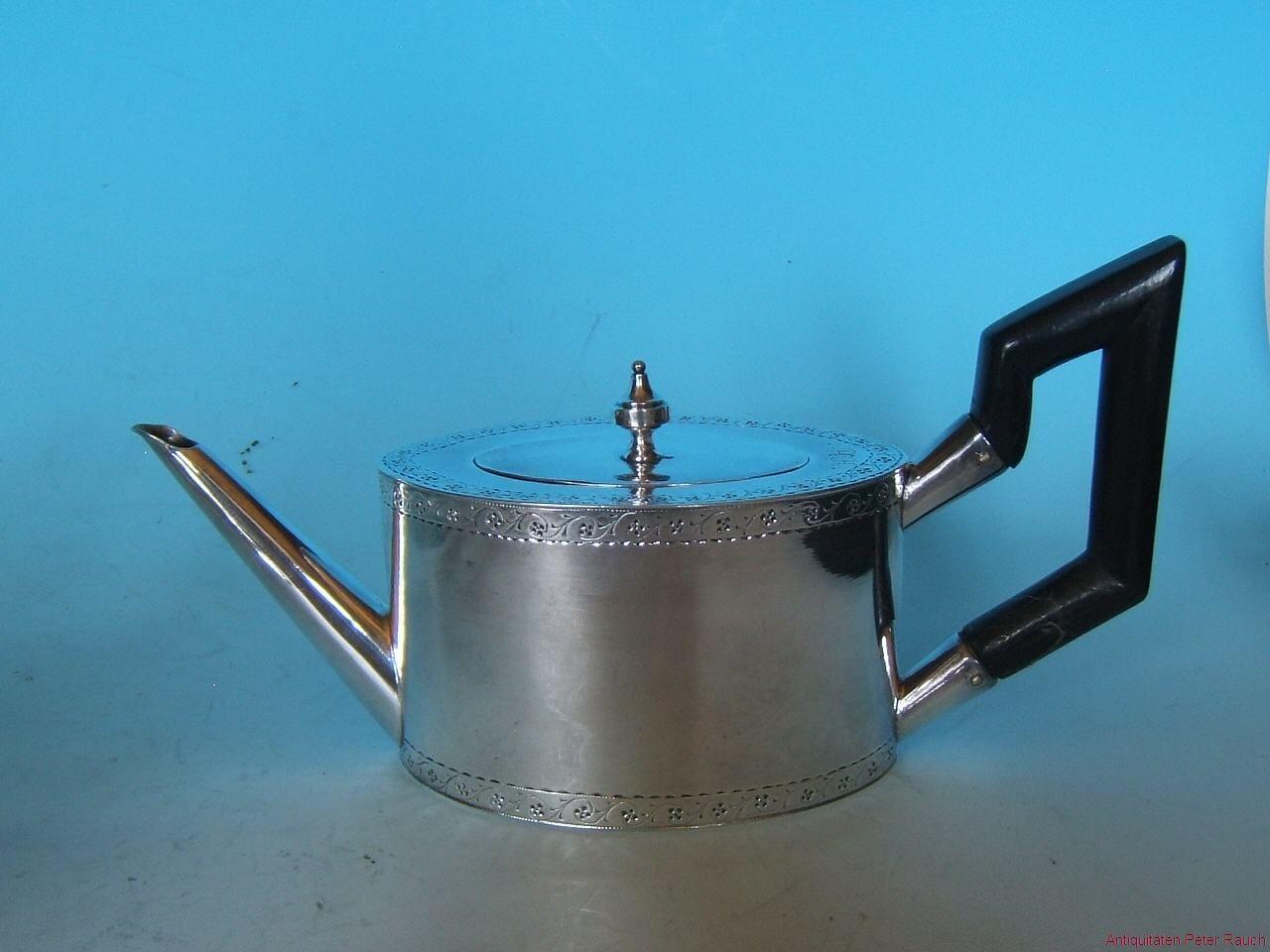 Kaffee und Teekannen